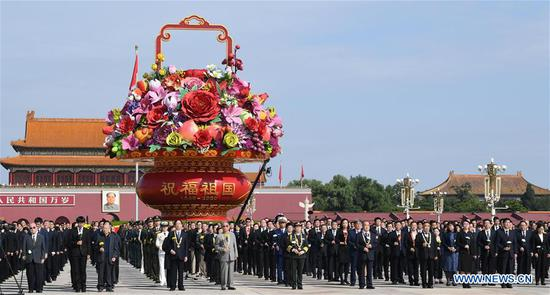 ceremony presenting flower baskets to deceased national heroes is held at Tian'anmen Square to mark the Martyrs' Day in Beijing, capital of China, Sept. 30, 2020. (Xinhua/Rao Aimin)