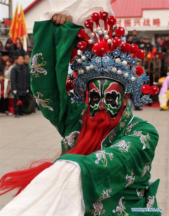 A performer present folk opera in Suning County of Cangzhou City, north China's Hebei Province, Feb. 13, 2019. (Xinhua/Yuan Liwei)