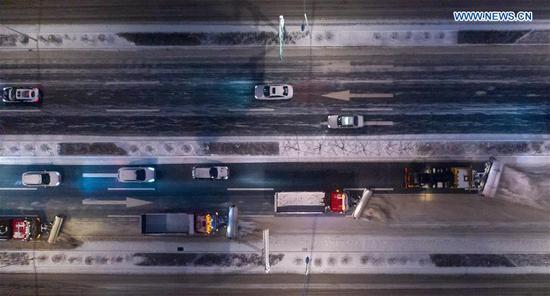 Aerial photo taken on Nov. 17, 2019 shows snow sweepers removing snow from a road in Changchun, capital of northeast China's Jilin Province. Some 14,000 sanitary workers and 3,000 vehicles are dispatched to clear the snow. (Xinhua/Zhang Nan)