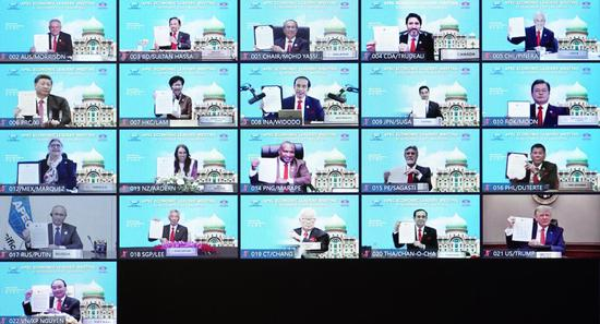 """Chinese President Xi Jinping and other leaders and representatives from member economies of the Asia-Pacific Economic Cooperation (APEC) pose for a group photo while launching the """"APEC Putrajaya Vision 2040"""" via video link on Nov. 20, 2020. Xi delivered a speech at the 27th APEC Economic Leaders' Meeting on Friday in Beijing via video link. (Xinhua/Li Xiang)"""