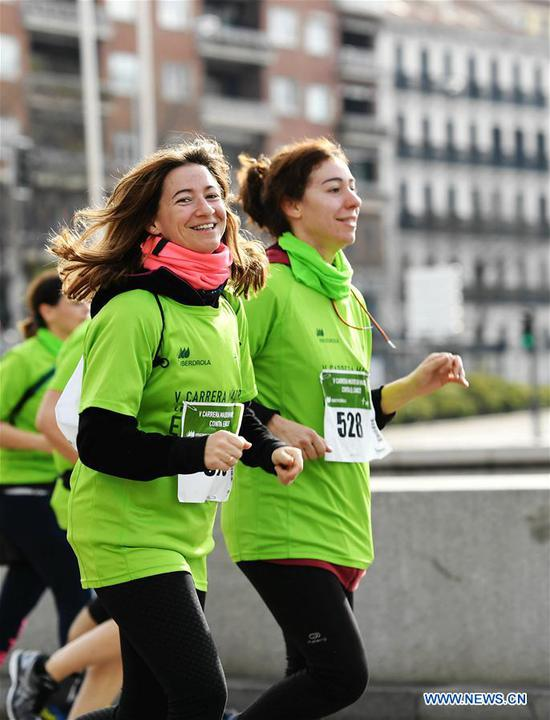 A runner poses to the camera during the Madrid Race in March Against Cancer in Madrid, Spain, April 15, 2018. The race was held by the Spanish Association Against Cancer, with the purpose of raising public attention on anticancer and having healthy lifestyle. (Xinhua/Guo Qiuda)