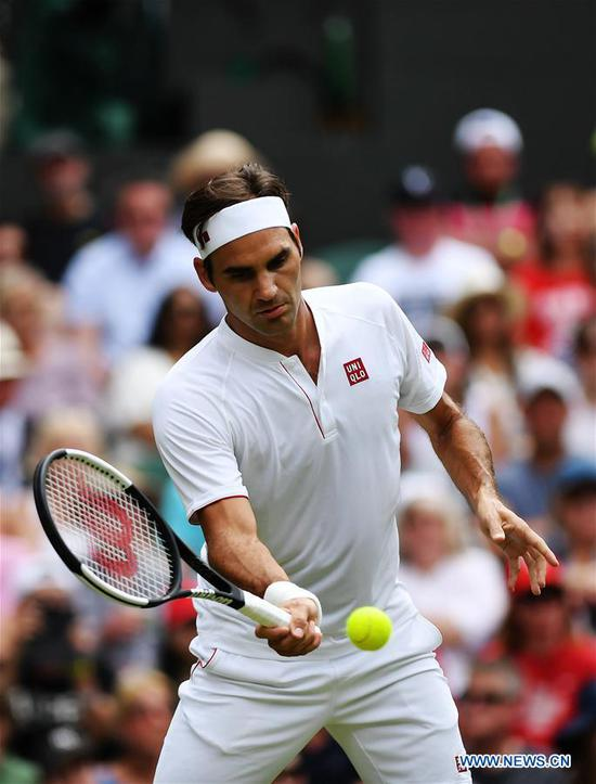 Roger Federer of Switzerland hits a return during the men's singles second round match against Lukas Lacko of Slovakia at the Wimbledon Tennis Championships in London, Britain on July 4, 2018. Federer won 3-0. (Xinhua/Guo Qiuda)