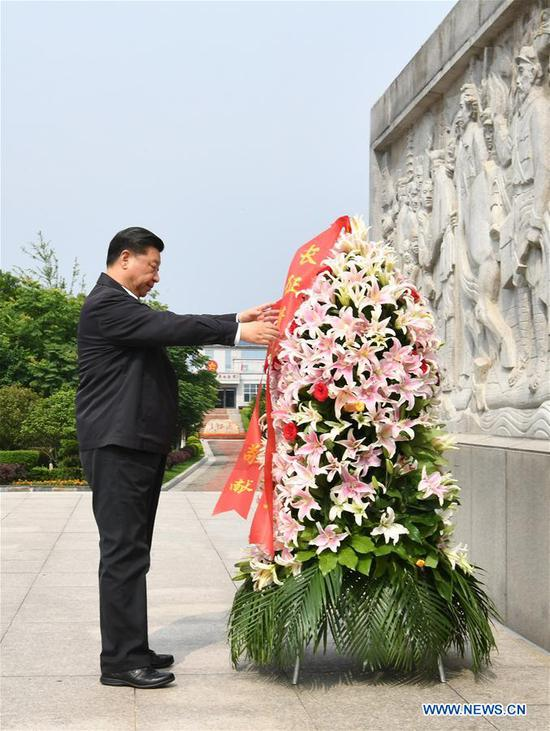 Chinese President Xi Jinping, also general secretary of the Communist Party of China Central Committee and chairman of the Central Military Commission, pays tribute to and lays a floral basket at a monument marking the departure of the Long March in Yudu County of Ganzhou City, east China's Jiangxi Province, May 20, 2019. Xi on Monday afternoon visited the starting point of the Long March by the Central Red Army in Yudu County, on an inspection tour of Jiangxi Province. (Xinhua/Xie Huanchi)