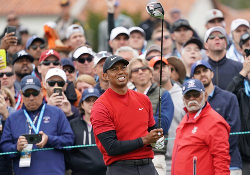 Tiger Woods hits a tee shot in the final round of the 2019 US Open at Pebble Beach Golf Links on Sunday in Pebble Beach, California. Photo: IC