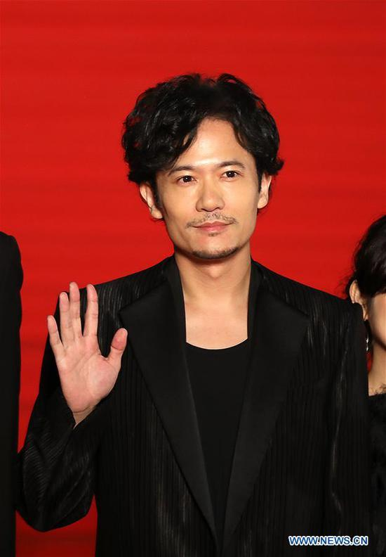 Japanese actor Goro Inagaki waves his hand on the red carpet for the opening ceremony of the 31st Tokyo International Film Festival, Tokyo, Japan, Oct. 25, 2018. (Xinhua/Du Xiaoyi)
