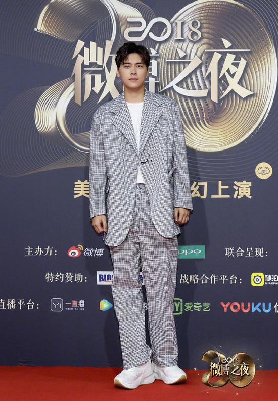 Chinese actor Li Yifeng poses as he arrives on the red carpet for the 2018 Weibo Night Ceremony in Beijing, China, Jan 11.