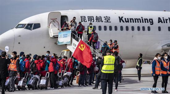 Medical team members board the flight to Hubei Province at Changshui International Airport in Kunming, capital of southwest China's Yunnan Province, Feb. 12, 2020. A medical team comprised of some 350 medical members left for Xianning City of Hubei Province on Wednesday. It's the third medical team sent from Yunnan to aid the novel coronavirus control efforts in Hubei. (Xinhua/Jiang Wenyao)