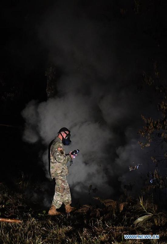 A U.S.army officer checks on sulphur dioxide levels at the 13th fissure in Leilani Estate, Hawaii, United States, May 10, 2018. According to reports of the Hawaii State government, eruptions of the Kilauea Volcano had forced the evacuation of thousands of people. (Xinhua/Tao Xiyi)