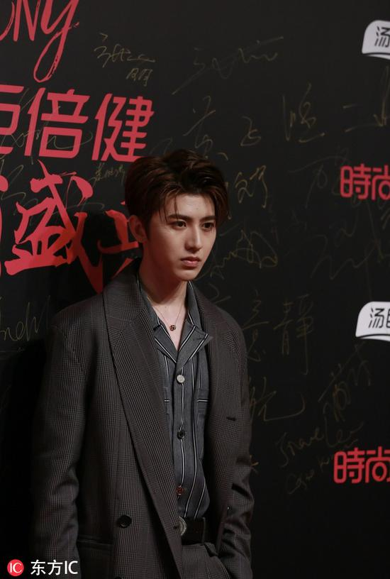 Chinese singer Cai Xukun poses as he arrives on the red carpet for the 2018 Cosmo Beauty Awards Ceremony in Shanghai, China, Nov 28, 2018. [Photo/IC]