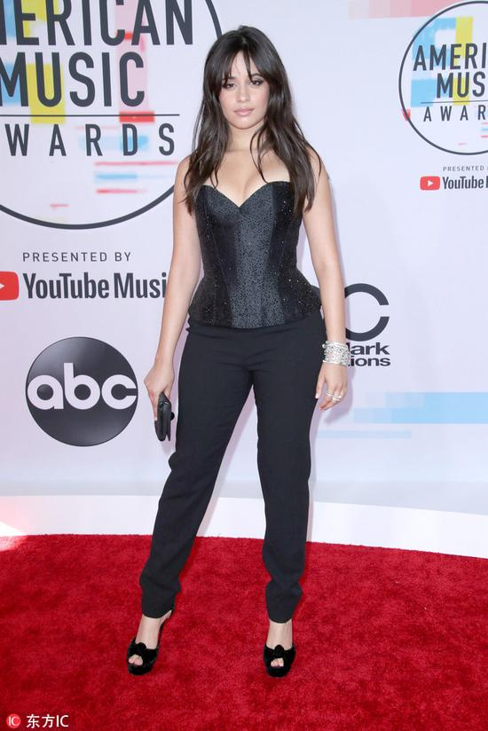Camila Cabello arrives at the American Music Awards on Oct 9, 2018 at the Microsoft Theater in Los Angeles. [Photo/IC]