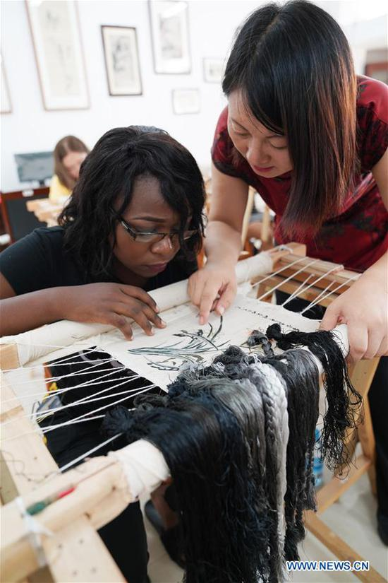 An African student learns embroidery under the coach of teacher Fu Aixiaing at Xinyu University in Xinyu, east China's Jiangxi Province, Sept. 5, 2018. The Xinyu university set up courses of embroidery and martial arts for African students to learn about Chinese culture as the new semester begins. (Xinhua/Song Zhenping)