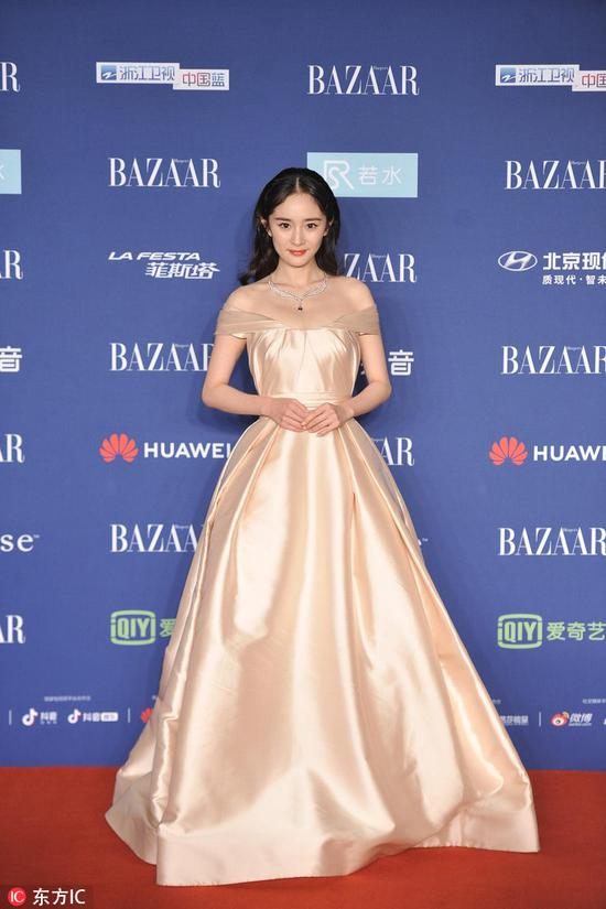 Chinese actress Yang Mi arrives on the red carpet for the 2018 Bazaar Star Charity Night Gala in Beijing, China, Oct 12, 2018. [Photo/IC]
