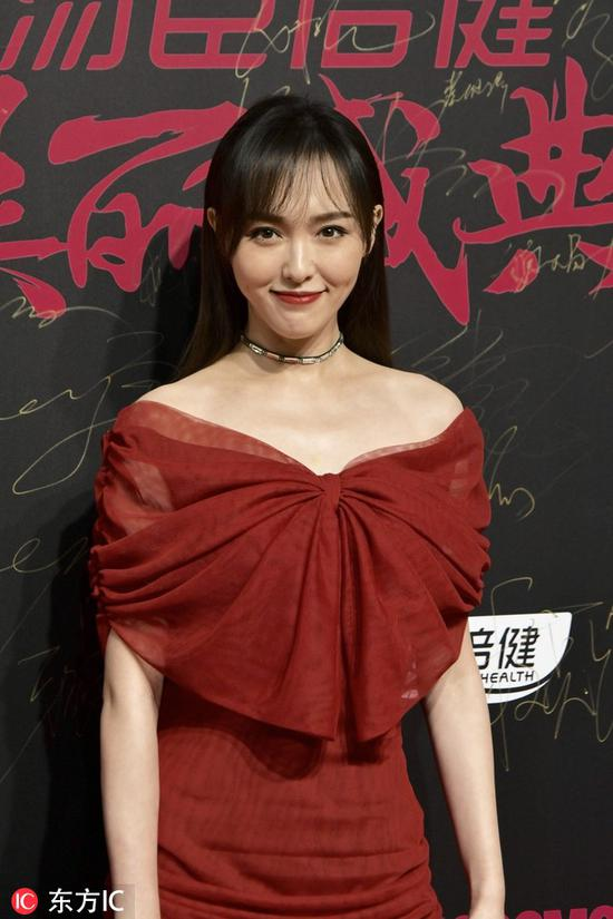 Chinese actress Tang Yan poses as she arrives on the red carpet for the 2018 Cosmo Beauty Awards Ceremony in Shanghai, China, Nov 28, 2018. [Photo/IC]