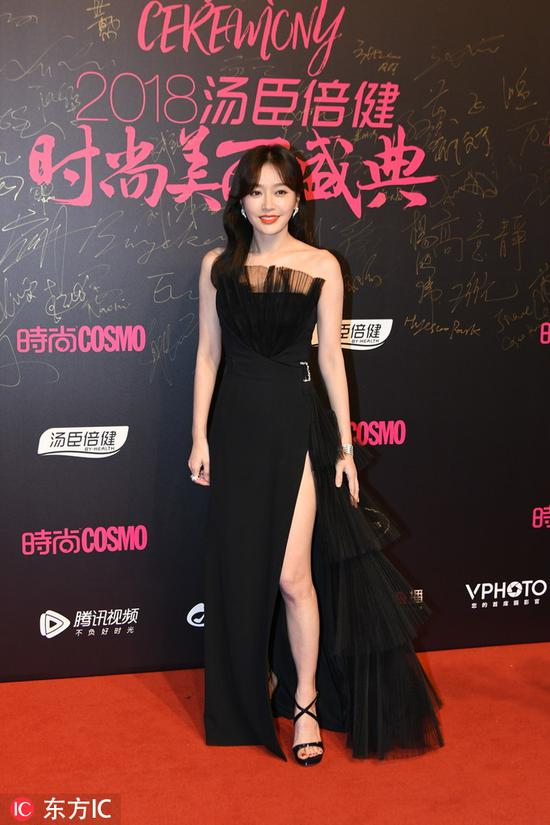 Chinese actress Qin Lan poses as she arrives on the red carpet for the 2018 Cosmo Beauty Awards Ceremony in Shanghai, China, Nov 28, 2018. [Photo/IC]