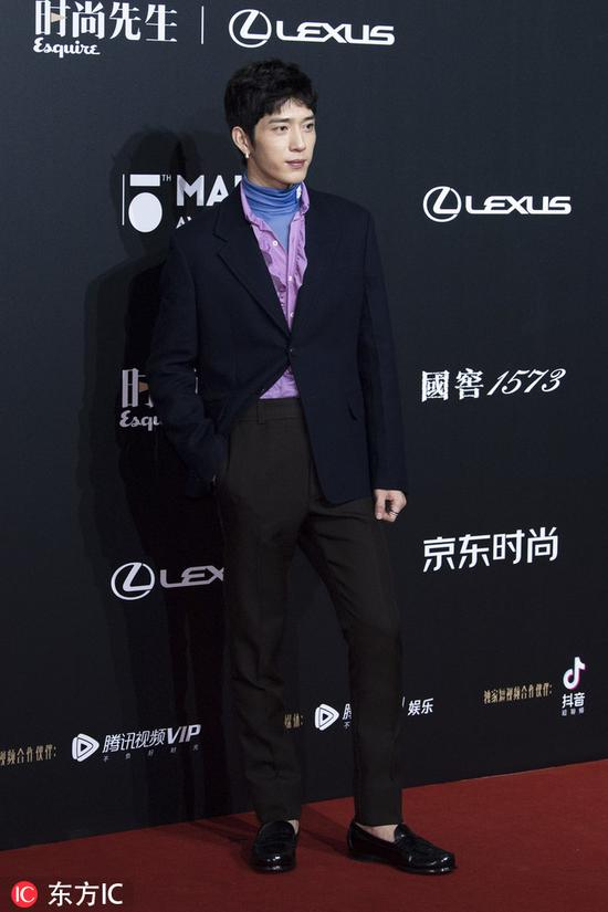 Chinese actor Jing Boran poses as he arrives for the 15th Esquire Men At His Best (MAHB) Award 2018 in Beijing, China, December 4, 2018. [Photo/IC]