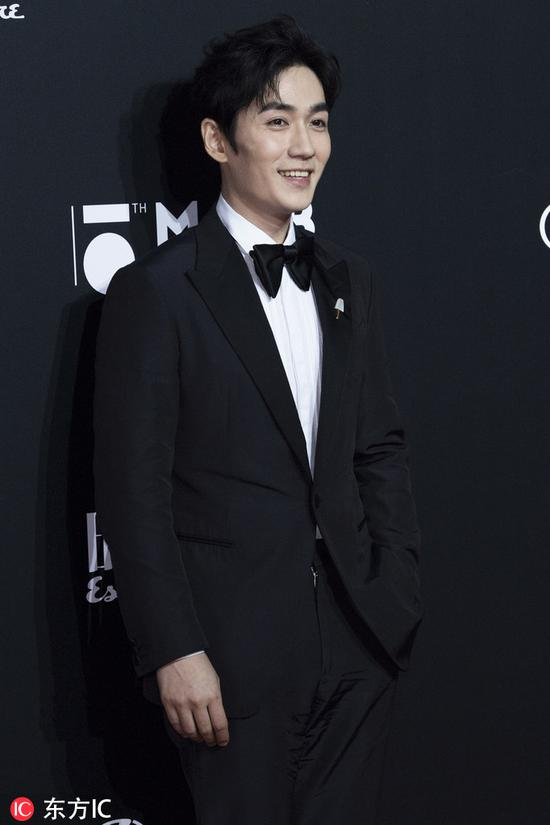 Chinese actor Zhu Yilong poses as he arrives for the 15th Esquire Men At His Best (MAHB) Award 2018 in Beijing, China, December 4, 2018. [Photo/IC]