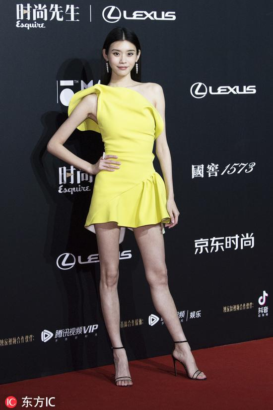 Chinese model Xi Mengyao poses as she arrives for the 15th Esquire Men At His Best (MAHB) Award 2018 in Beijing, China, December 4, 2018. [Photo/IC]