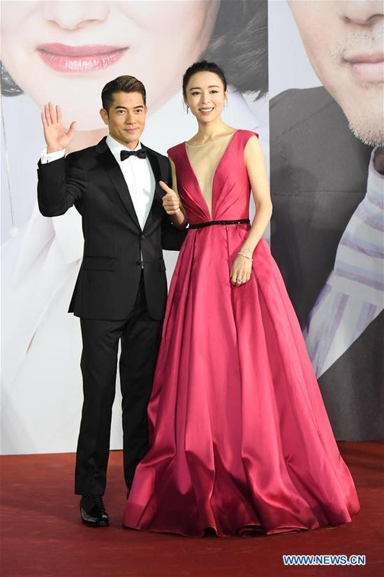 Actors Aaron Kwok (L) and actress Zhang Jingchu pose on the red carpet during the 38th Hong Kong Film Awards in Hong Kong, south China, April 14, 2019. (Xinhua/Lui Siu Wai)