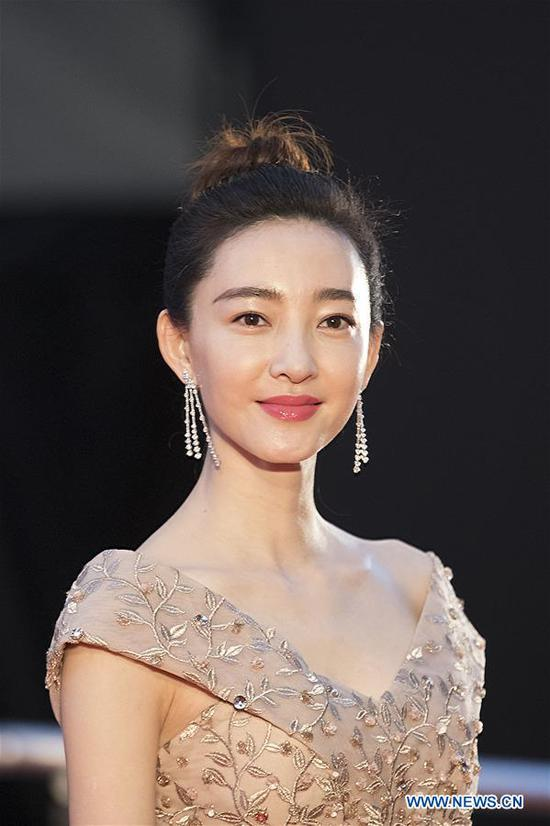 Chinese actress Wang Likun is pictured on the red carpet for the opening ceremony of the 31st Tokyo International Film Festival, Tokyo, Japan, Oct. 25, 2018. (Xinhua/Du Xiaoyi)