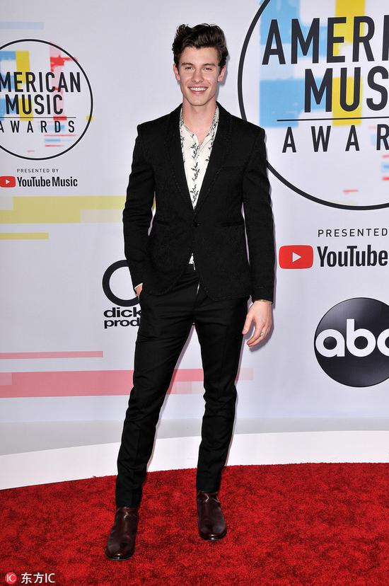 Shawn Mendes arrives at the American Music Awards on Oct 9, 2018 at the Microsoft Theater in Los Angeles. [Photo/IC]