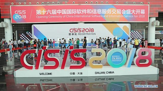 The 16th China International Software & Information Service Fair is held in Dalian, northeast China's Liaoning Province, June 12, 2018. The service fair, with the participation of 750 exhibitors, kicked off here Tuesday. (Xinhua/Yang Qing)