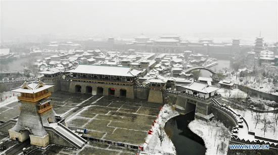 Aerial photo taken on Jan. 9, 2019 shows the Tangcheng scenic spot amid snow in Xiangyang City, central China's Hubei Province. (Xinhua/An Fubin)