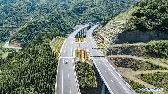 Aerial photo taken on May 22, 2019 shows the Guizhou section of Tongren-Huaihua highway. The construction of 33.778-kilometer-long Guizhou section of Tongren-Huaihua highway was completed on Tuesday. (Xinhua/Tao Liang)