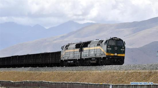 A cargo train runs on the prairie in north of southwest China's Tibet Autonomous Region, June 10, 2019. (Xinhua/Chogo)