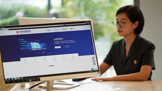 A staff member works at the Beijing Internet Court in Beijing, capital of China, September 9, 2018. (Xinhua/Photo)