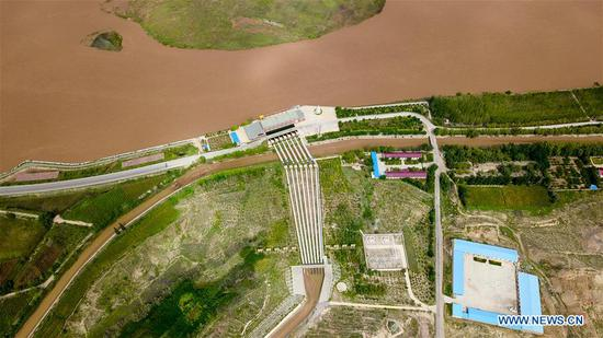 Aerial photo taken on Sept. 6, 2018 shows a pump station in Zhongning County, northwest China's Ningxia Hui Autonomous Region. In 2004, a project diverting water from the Yellow River eased Hanjiaoshui's water shortage. Many migrant workers returned hometown. Under the guidance of local government, they planted watermelon and developed cultivation industry. In March of 2017, Ningxia started the construction of another water project to improve water supplies in Hanjiaoshui. (Xinhua/Guo Xulei)