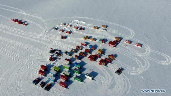 Aerial photo taken on Dec. 19, 2018 shows two inland expedition teams Taishan and Kunlun of China's 35th research expedition in Antarctica. (Xinhua/Liu Shiping)