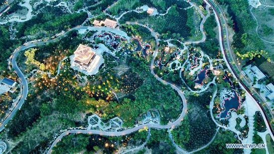 Aerial photo taken on May 29, 2019 shows the scenery of Nanhu Lake scenic area in Tangshan, north China's Hebei Province. (Xinhua/Mu Yu)