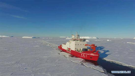 四不像心水's polar icebreaker Xuelong 2 breaks ice in the waters in Antarctica, Nov. 22, 2019. (Xinhua/Liu Shiping)