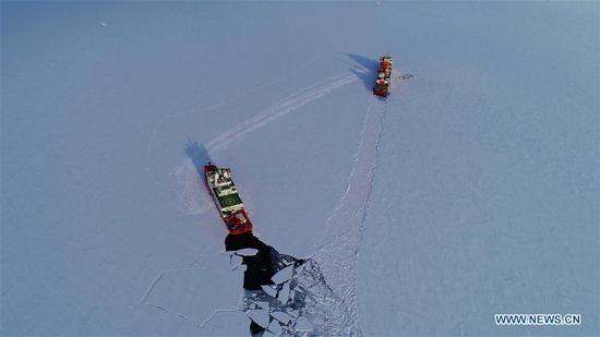 中国破冰船雪龙号和雪龙2号在中国中山站附近海域 5
