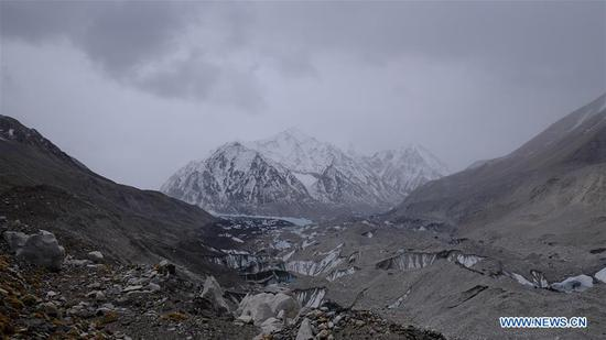 Photo taken on May 19, 2020 shows the scenery on the way to the transition camp on Mount Qomolangma. At an altitude of 5,800 meters, the transition camp is an important stop connecting the base camp and the advance camp. (Xinhua/Jigme Dorje)