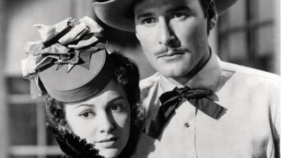 De Havilland with Errol Flynn in Dodge City (1939). The pair had a strong on-screen chemistry