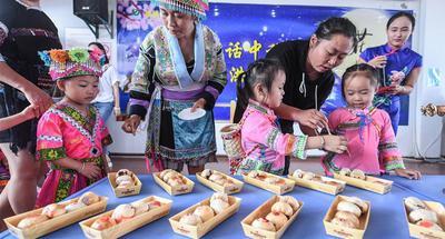 Children, parents mark Mid-Autumn Festival at E China's kindergarten