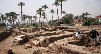 Egypt uncovers massive archaeological ancient building in Giza