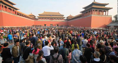 Chinese to make 800 mln trips in National Day holiday: Ctrip
