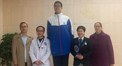 2.21-meter-tall Chinese boy applies for Guinness world record