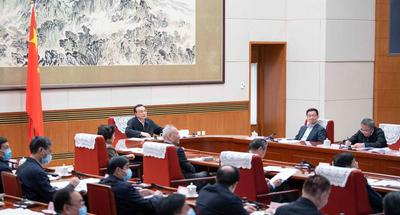Chinese premier stresses policy continuity to spur vitality, promote economic recovery