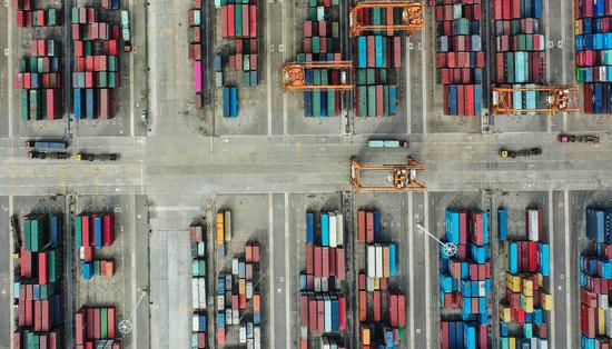 Aerial photo taken on Nov. 19, 2020 shows containers piled in a bonded area of the Qinzhou Port in south China's Guangxi Zhuang Autonomous Region. (Xinhua/Zhang Ailin)