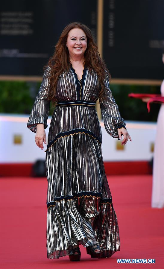 Singer Sarah Brightman makes her red carpet appearance during the opening ceremony of the 2nd Hainan International Film Festival in Sanya, south China's Hainan Province, Dec. 1, 2019. The 2nd Hainan International Film Festival kicked off in Sanya on Sunday. (Xinhua/Guo Cheng)