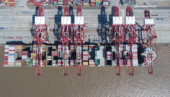 Aerial photo taken on March 18, 2020 shows a container dock of Yangshan Port of Shanghai, east China. (Xinhua/Ding Ting)