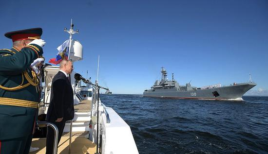 Russian President Vladimir Putin makes a boat trip around warships in Kronstadt, St. Petersburg, on July 26, 2020. (Kremlin photo)