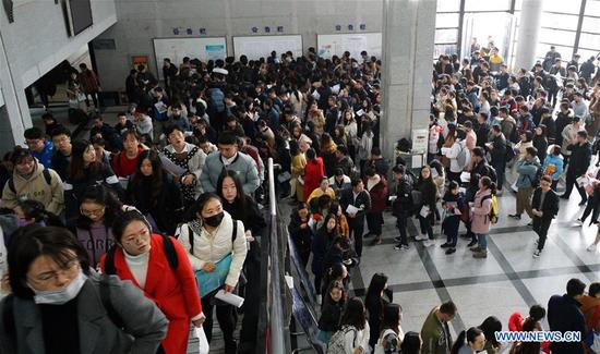 Candidates line up to take the national civil servant exam at Nanjing Forestry University in Nanjing, capital of east China's Jiangsu Province, Dec. 2, 2018. The written exam of the national civil servant exam was held on Sunday across the country. (Xinhua/Sun Can)
