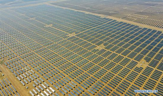 Aerial photo taken on Sept. 14, 2020 shows the Dalad Photovoltaic Power Base in the Kubuqi Desert in north China's Inner Mongolia Autonomous Region. (Xinhua/Lian Zhen)