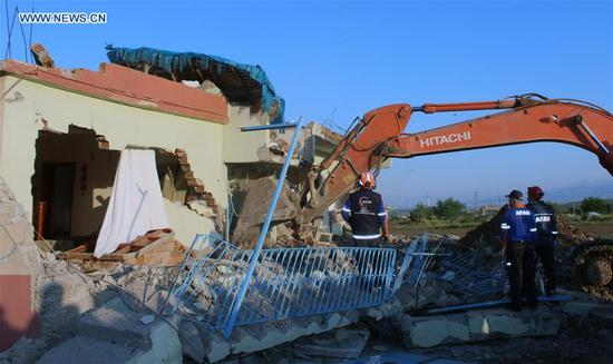Rescuers work at a building damaged in an earthquake in Adiyaman, Turkey, April 24, 2018. An earthquake of magnitude 5.1 hit Turkey's southeastern Adiyaman province early Tuesday, injuring 39 people. No deaths have yet been reported. (Xinhua)