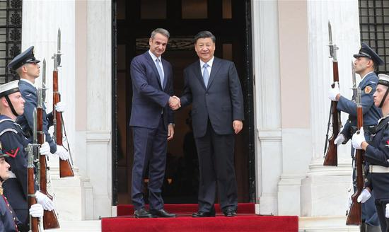 Chinese President Xi Jinping meets with Greek Prime Minister Kyriakos Mitsotakis in Athens, Greece, Nov. 11, 2019. (Xinhua/Yao Dawei)