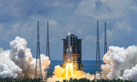 A Mars probe is launched on a Long March-5 rocket from the Wenchang Spacecraft Launch Site in south China's Hainan Province, July 23, 2020. (Xinhua/Cai Yang)